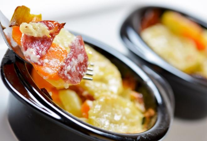 Gratin de pommes de terre et saucisson | Recette de cuisine Maison Loste